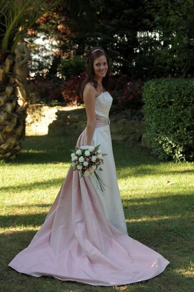 raquel con vestido de novia de Innovias
