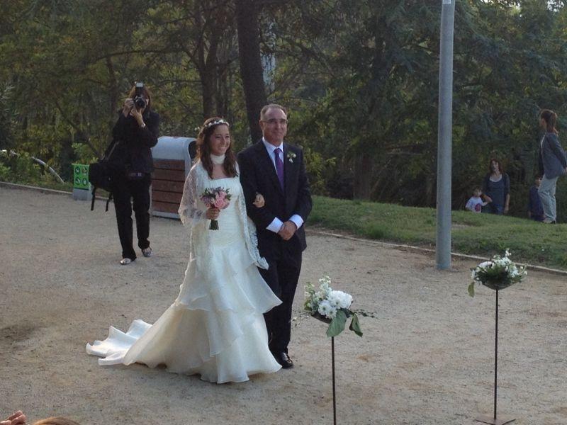 sara vestida de novia por Innovias