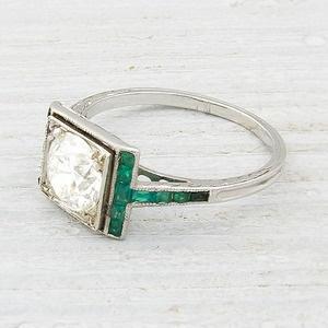 anillo de compromiso en emerald