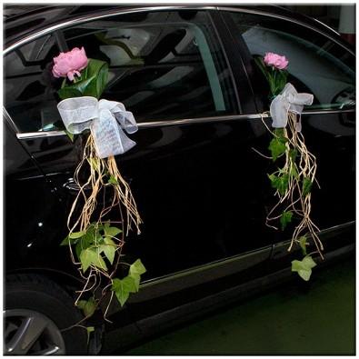 coche con peonias