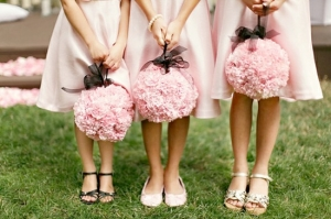 kissing-ball-ideas-for-flower-girls.001