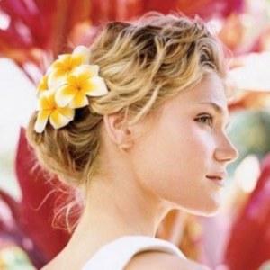 peinados con flores enfemenino