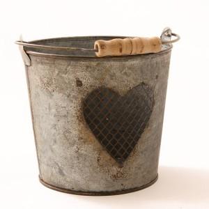 cubo-metal-corazon-decoracion-boda-vintage
