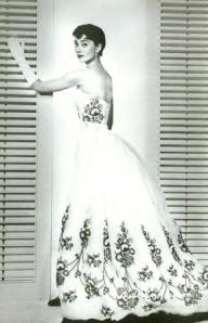 audrey-hepburn-givenchy-wedding-dress-2