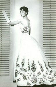 audrey-hepburn-givenchy-wedding-dress-2