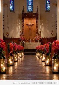decoracion-iglesia-boda-ceremonia-rosas-rojas-velas