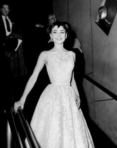 item0.rendition.slideshowWideVertical.audrey-hepburn-actress-moments-ss01