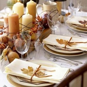 mesa-decorada-con-hojas-secas