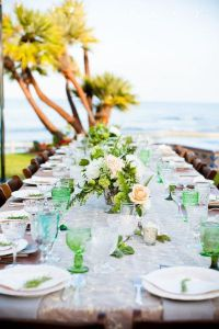 playa-mesa-palmeras
