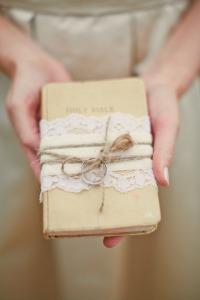 libro porta anillos