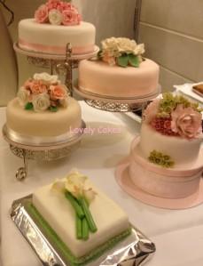 varias tartas de boda