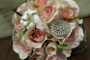 ramo joya con flores naturales