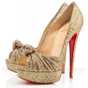 zapatos color oro: