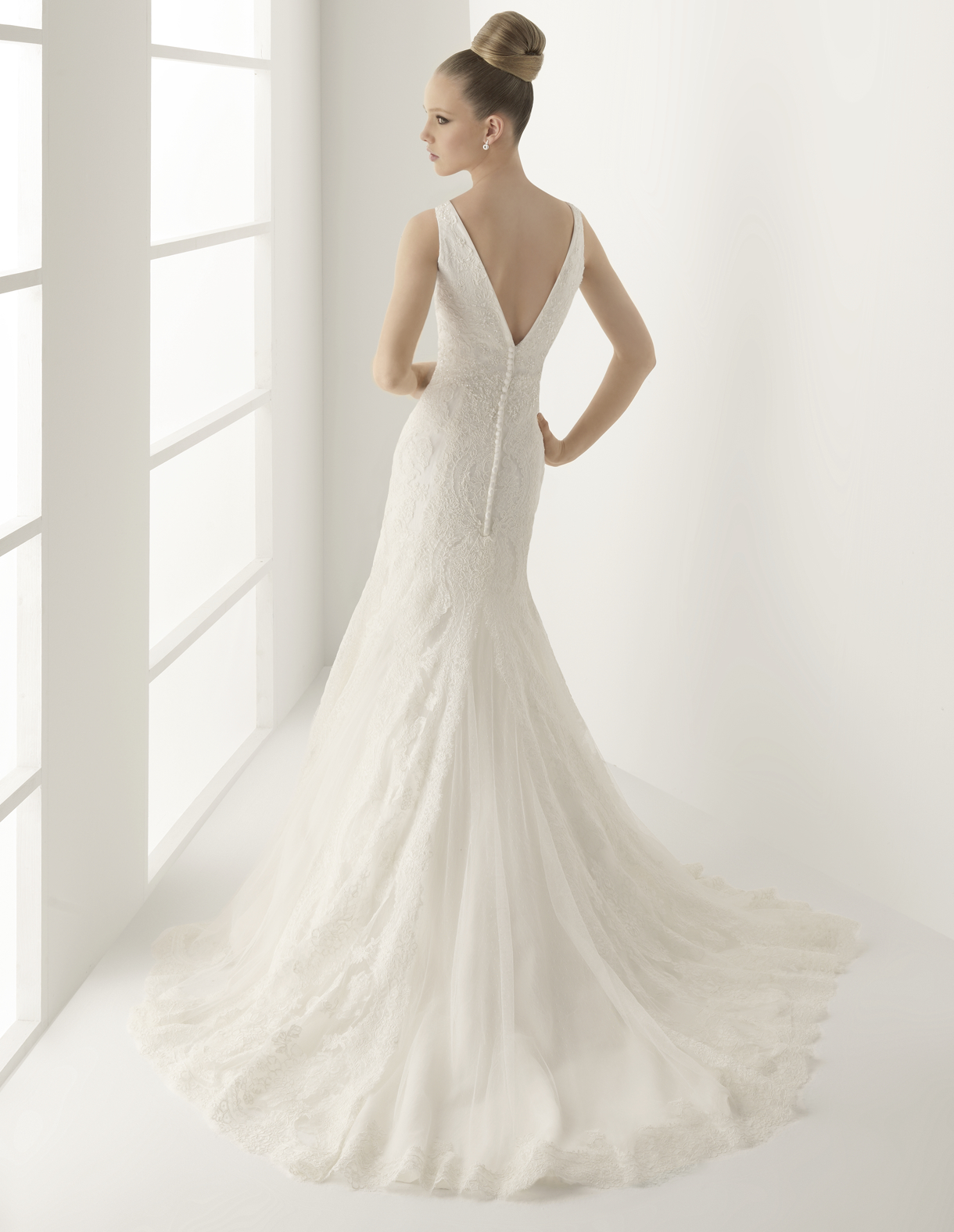 escote en pico vestido novia | Innovias