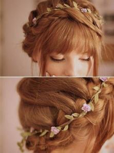 peinado de novia con flequillo flores