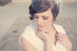 peinado novia flequillo con tocado