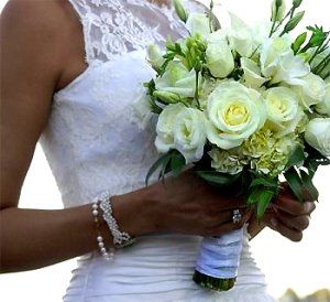 ramo-de-novia-blanco-atado