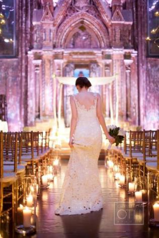es-tendencia-velas-enmarcando-pasillo-ceremon-L-SpJQOo
