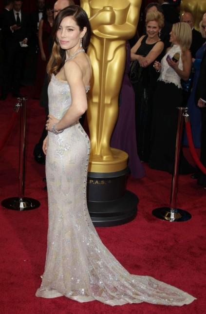 Oscar-2014--Jessica-Biel--02-720x1095