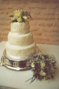 tarta_flores_rosas_amarillas