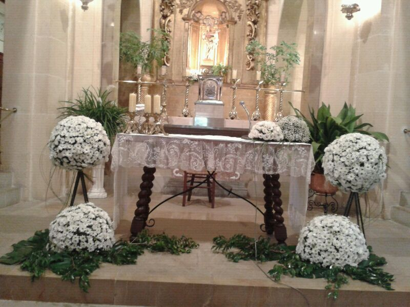 Prepara una espectacular boda low cost innovias for Decoracion iglesia boda
