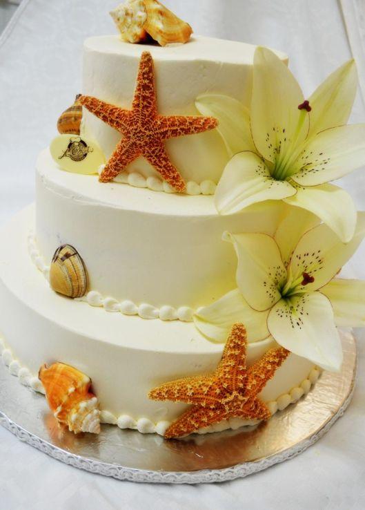 tarta de boda con estrellas de mar y flores de lis