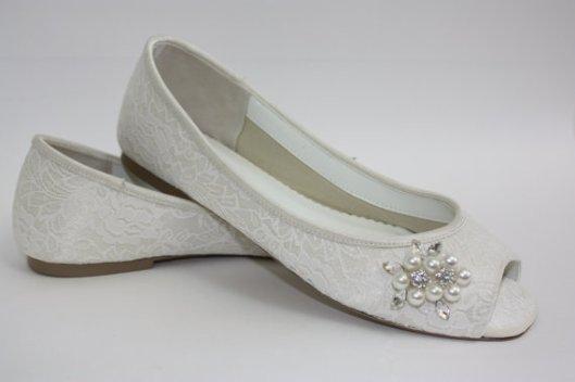 zapato peep toe de novia con encaje