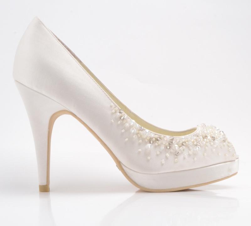 oferta de zapatos de novia en innovias, 30 y 45 euros, precios