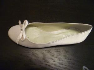 Bailarina de novia Menbur con lacito color ivory 45 euros.