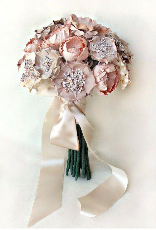 ramo de novia de seda y joyas