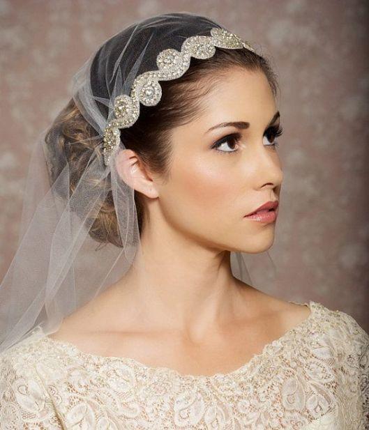 velo de novia con tocado joya