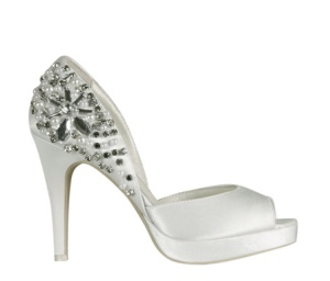 Zapato de novia Menbur tipo Peep toe en color ivory 45 euros