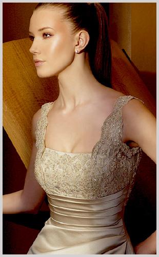 Vestidos de novia sencillos color beige con dorado