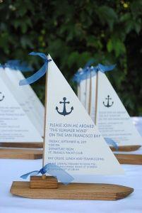 Invitación de boda con forma de barco. Vía Pinterest.