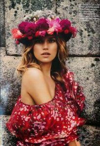 Coronas de flores para invitadas de boda. Vía Pinterest.