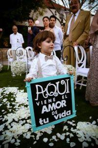 Pequeños invitados de boda con mensajes especiales. Vía Pinterest.