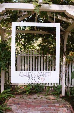 Detalle de photocall para una boda en el campo. Vía Pinterest.