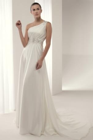Espectacular vestido de novia en renta o alquiler de Innovias en satén con adorno de pedrería con escote asimétrico y falda evasé.