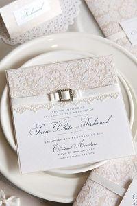 Invitación de boda clásica con encaje y puntillas. Vía Pinterest.