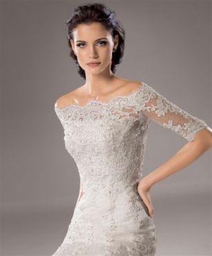 Vestido de novia de venta outlet con bolero de cuello barco de encaje de Innovias.