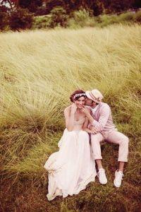 Pareja de novios recién casados, estilo romántico. Vía Pinterest.