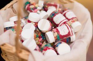 Cajas con caramelos hechas a mano. Vía Pinterest.