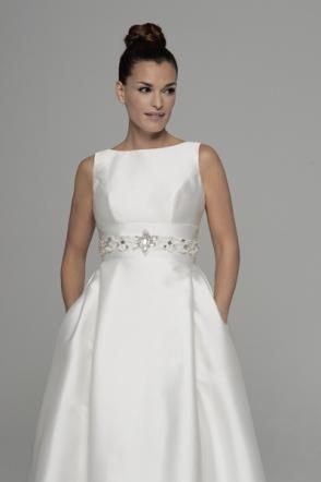 Vestido de novia en alquiler Alcira de Innovias perfecto con manga larga que confecciona Innovias