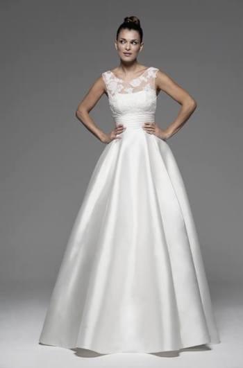 Vestido de novia en alquiler Anik de Innovias perfecto con una manga larga de tul y encaje