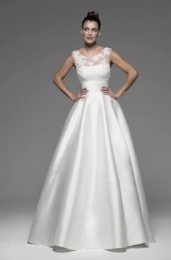 Vestido de novia en alquiler modelo Anik de Innovias con corte new look