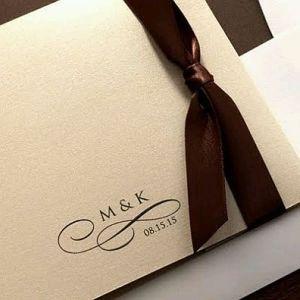 Invitación de boda elegante con calígrafo. Vía Pinterest.