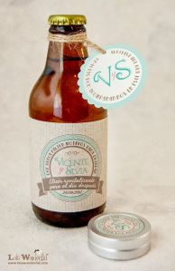 Cerveza artensanal con etiqueta personalizada. Vía Pinterest.