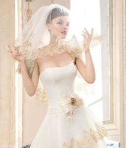 Velo de novia con estampado en tonso dorados. Fuente: http://www.looknovias.com