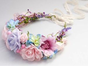 Corona de flores para novia. Vía Pinterest.