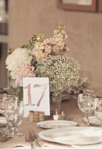 Detalle del centro de mesa de boda. Vía Pinterest.